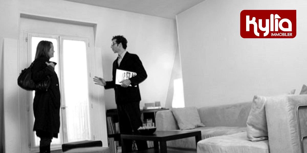 Agent immobilier – Visite avec les parents